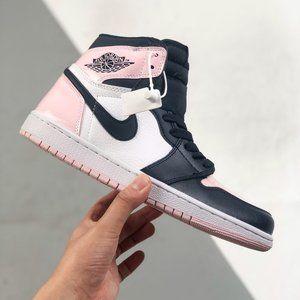 The Air Jordan 1 high-top black powder has the supreme status in the shoe circle